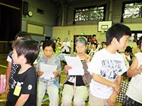 小学生と交流